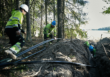 Cable workers installing Axal-TT medium voltage cable in rough terrain
